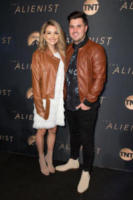 Kyler Fisher, Madison Bontempo - Los Angeles - 11-01-2018 - The Alienist, la svolta no bra di Dakota Fanning alla première
