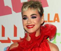 Katy Perry - Pasadena - 16-01-2018 - Katy Perry, una signora in rosso al defilé di Stella McCartney