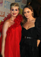 Katy Perry, Stella McCartney - Pasadena - 16-01-2018 - Chi lo indossa meglio? Katy Perry e Annabelle Wallis