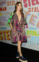 Selma Blair - Pasadena - 16-01-2018 - Katy Perry, una signora in rosso al defilé di Stella McCartney