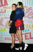 Chloe Bennet, Paris Jackson - Pasadena - 16-01-2018 - Katy Perry, una signora in rosso al defilé di Stella McCartney