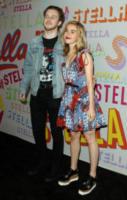 Guest, Kiernan Shipka - Pasadena - 16-01-2018 - Katy Perry, una signora in rosso al defilé di Stella McCartney