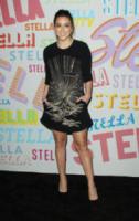 Chloe Bennet - Pasadena - 16-01-2018 - Katy Perry, una signora in rosso al defilé di Stella McCartney