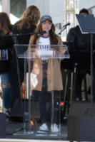 Sarah Hyland - Los Angeles - 20-01-2018 - Time's Up: dal tappeto rosso alle strade d'America