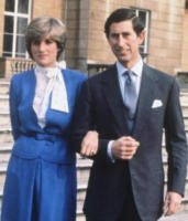 Principe Carlo d'Inghilterra, Lady Diana - 24-02-1981 - Emily Ratajkowski mostra l'enorme anello di fidanzamento