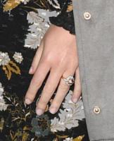 Principessa Eugenia di York - Londra - 23-01-2018 - Emily Ratajkowski mostra l'enorme anello di fidanzamento