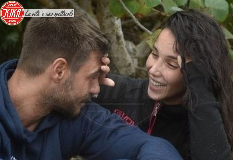 Paola Di Benedetto, Francesco Monte - Milano - Isola dei Famosi: lo sfogo del fidanzato di Paola Di Benedetto