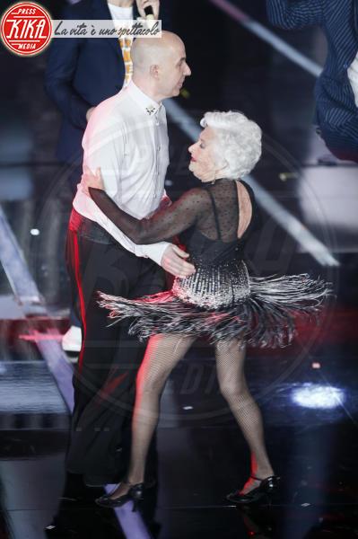 Nico Espinosa, Paddy Jones, ballerini Lo Stato Sociale - Sanremo - 06-02-2018 - Chi è la ballerina che ha fatto impazzire Sanremo