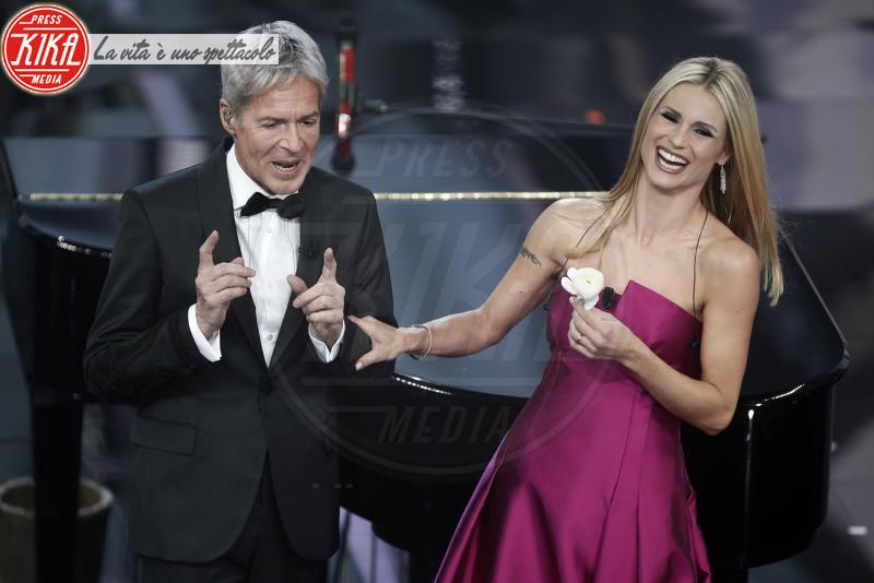 Michelle Hunziker, Claudio Baglioni - Sanremo - 07-02-2018 - Sanremo 2018, Michelle Hunziker splende in Alberta Ferretti