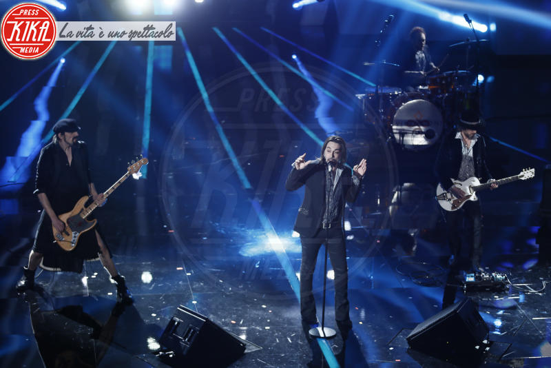 Francesco Sarcina, Le Vibrazioni - Sanremo - 07-02-2018 - Sanremo 2018, Michelle Hunziker splende in Alberta Ferretti