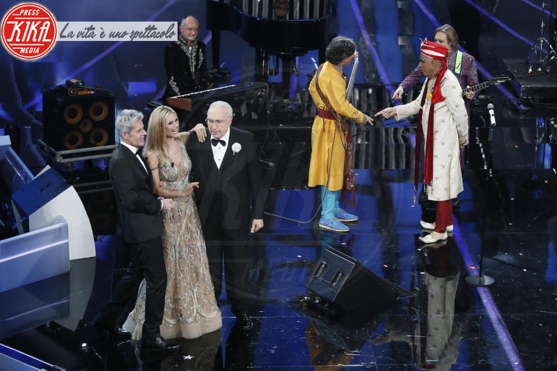 Pippo Baudo, Michelle Hunziker, Claudio Baglioni - Sanremo - 07-02-2018 - Sanremo 2018, Michelle Hunziker splende in Alberta Ferretti