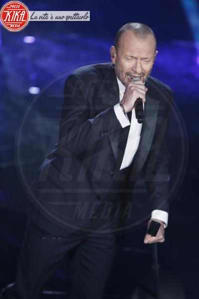 Biagio Antonacci - Sanremo - 07-02-2018 - Sanremo 2018, Michelle Hunziker splende in Alberta Ferretti