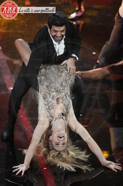 Pierfrancesco Favino, Michelle Hunziker - Sanremo - 07-02-2018 - Sanremo 2018, Michelle Hunziker splende in Alberta Ferretti