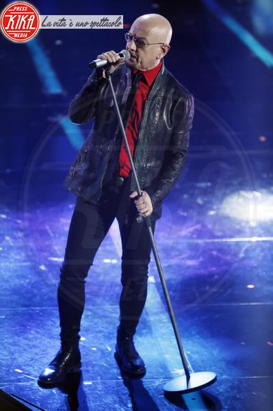 Decibel, Enrico Ruggeri - Sanremo - 08-02-2018 - Sanremo 2018, Michelle Hunziker splende in Alberta Ferretti