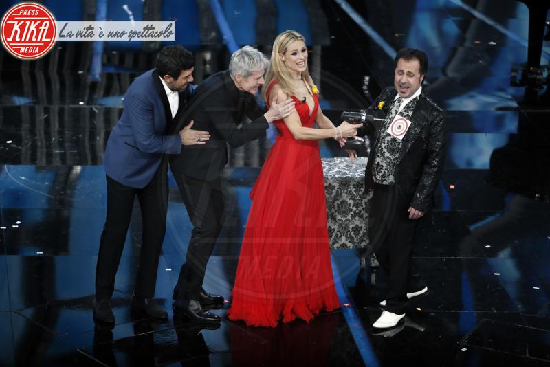 Mago Forest, Pierfrancesco Favino, Michelle Hunziker, Claudio Baglioni - Sanremo - 08-02-2018 - Sanremo 2018, Michelle Hunziker splende in Alberta Ferretti