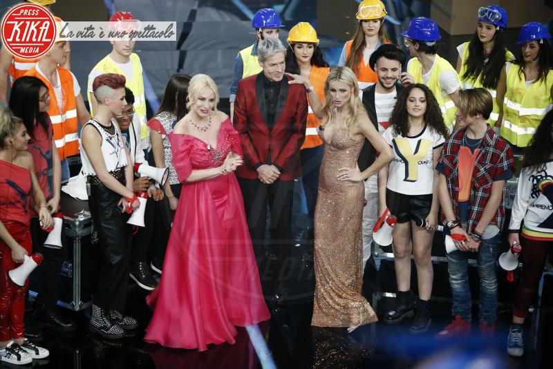 Michelle Hunziker, Antonella Clerici - Sanremo - 10-02-2018 - Sanremo, Pausini show e Favino commuove con monologo su migranti