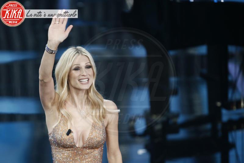 Michelle Hunziker - Sanremo - 10-02-2018 - Sanremo, Pausini show e Favino commuove con monologo su migranti