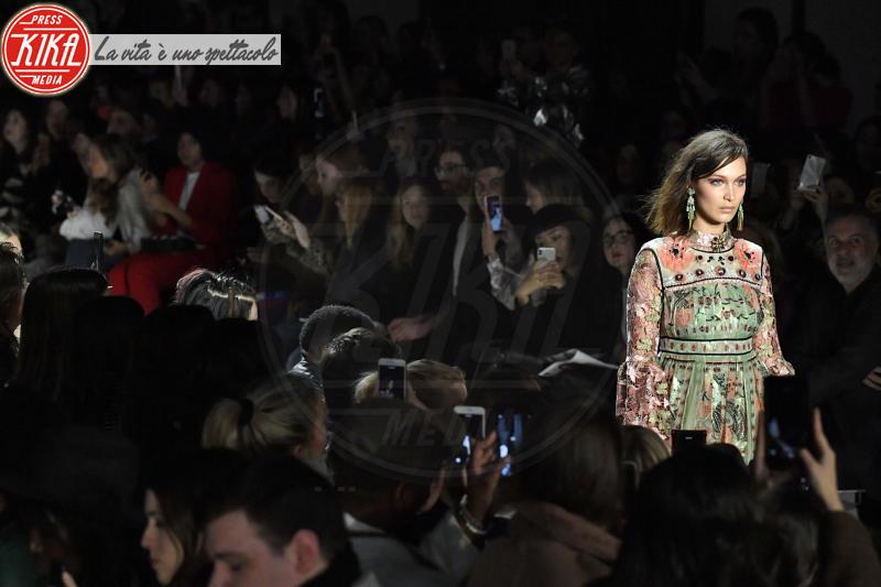 Sfilata Anna Sui, Bella Hadid - New York - 12-02-2018 - NYFW: Gigi Hadid sfila per Anna Sui. Troppo magra? Ecco perché