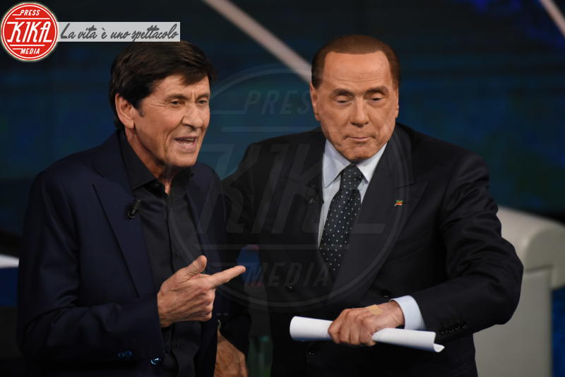 Gianni Morandi, Silvio Berlusconi - Milano - 18-02-2018 - La foto che ha fatto perdere la pazienza a Gianni Morandi