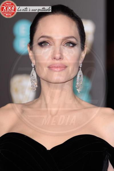 Angelina Jolie - Londra - 18-02-2018 - Specchio delle mie brame,ho le sopracciglia più belle del reame?