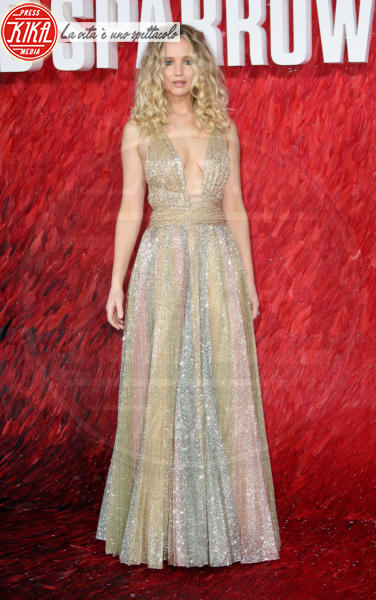 Jennifer Lawrence - Londra - 19-02-2018 - Charlize Theron e Jennifer Lawrence, chi lo indossa meglio?