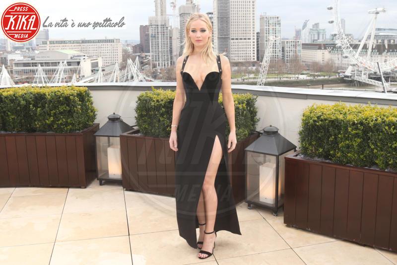Jennifer Lawrence - Londra - 20-02-2018 - Da Evangeline a Irina, sul red carpet lo spacco... spacca!