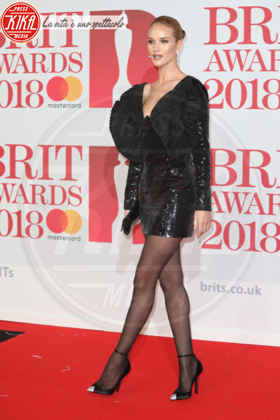 Rosie Huntington-Whiteley - Londra - 21-02-2018 - Brits 2018: Dua Lipa e le altre, una rosa bianca per Time's Up
