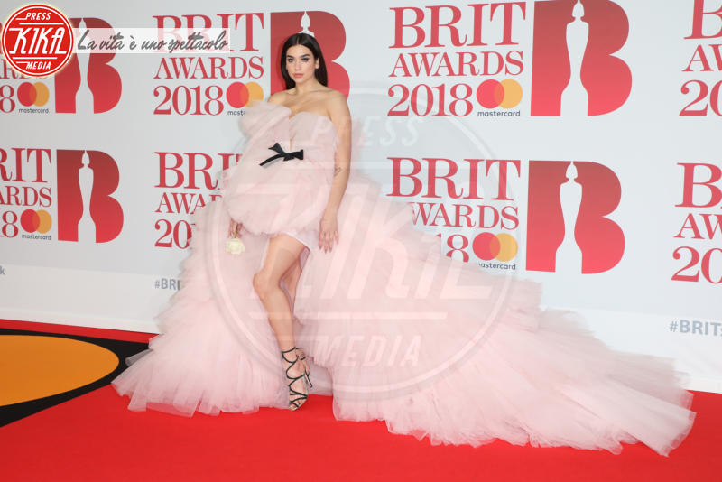 Dua Lipa - Londra - 21-02-2018 - Brits 2018: Dua Lipa e le altre, una rosa bianca per Time's Up