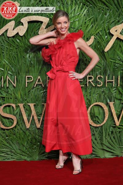 Annabelle Wallis - Londra - 04-12-2017 - Chi lo indossa meglio? Katy Perry e Annabelle Wallis