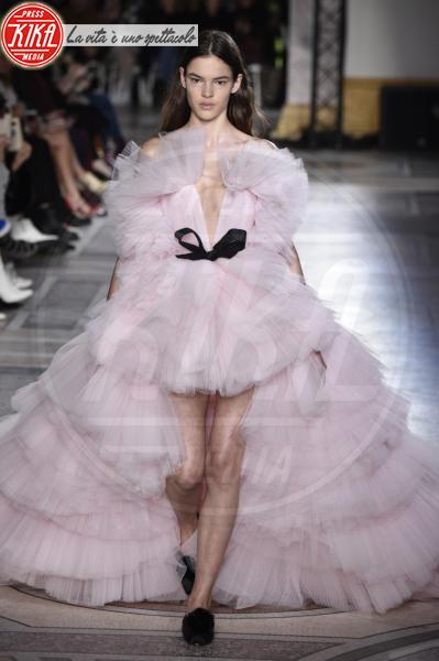 HAUTE COUTURE PARIS SUMMER 2018 - Parigi - 22-01-2018 - Jennifer Lopez e Chiara Ferragni, chi lo indossa meglio?