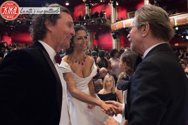 Camila Alves, Gary Oldman, Matthew McConaughey - Los Angeles - 04-03-2018 - Oscar 2018: Frances McDormand salva una cerimonia blanda