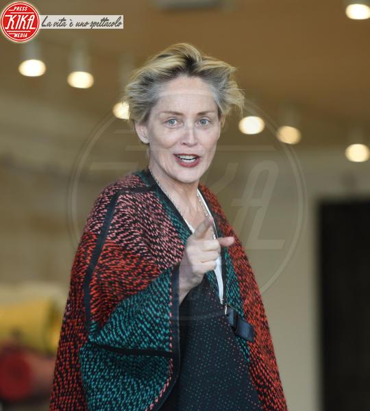 Sharon Stone - Los Angeles - 04-12-2015 - Star prima e dopo, il miracolo del make up