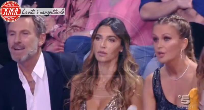 Eva Henger - Milano - 13-03-2018 - Isola, spunta una luce misteriosa sotto la maglietta di Jonathan
