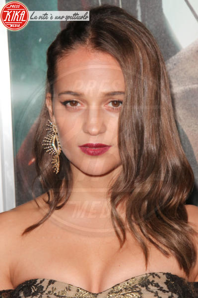 Alicia Vikander - Hollywood - 12-03-2018 - Alicia Vikander, raffinata Lara Croft alla prima di Tomb Raider