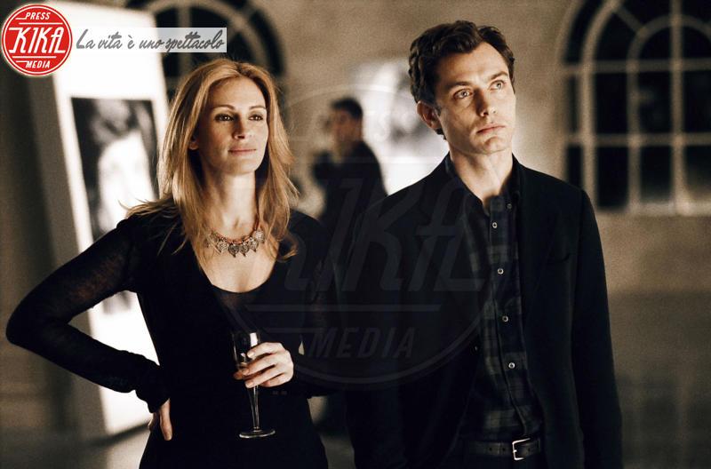 Jude Law, Julia Roberts - Londra - 02-12-2004 - Jude Law nei panni di Albus Silente? Wow!