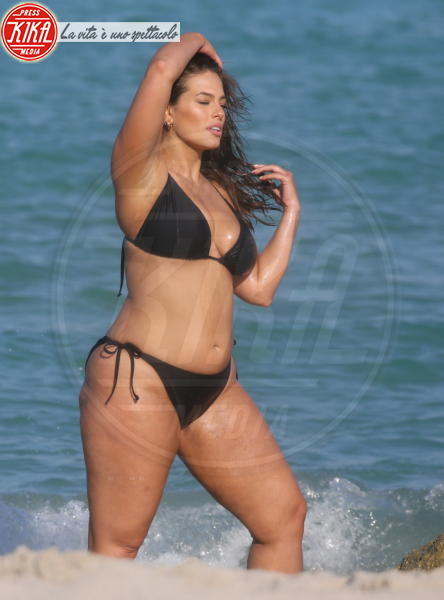 Ashley Graham - Miami Beach - 14-03-2018 - Estate 2019: lo spauracchio cellulite!