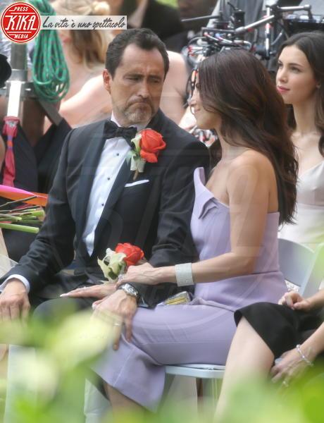 Demian Bichir, Roselyn Sanchez - Miami Beach - 19-03-2018 - Eva Longoria infaticabile Mamma Orso sul set di Grand Hotel