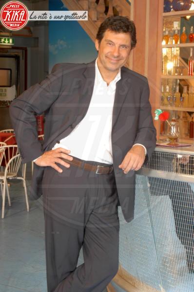 Fabrizio Frizzi - Roma - 19-11-2003 - Fabrizio Frizzi, il ritorno in Rai a Piazza Grande nel 2003