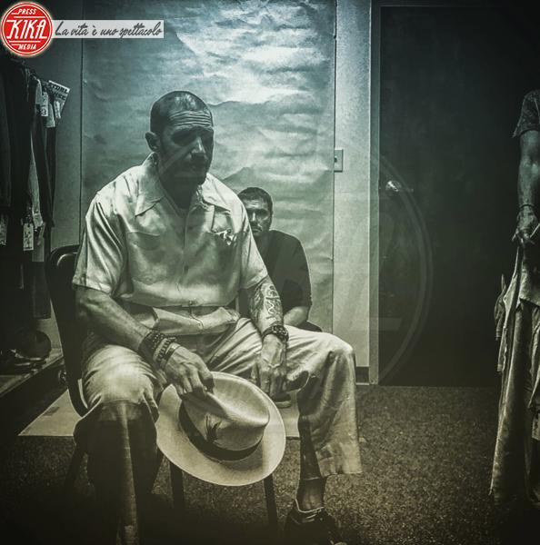Tom Hardy - 26-03-2018 - Tom Hardy: la prima foto dal set nei panni di Al Capone