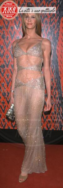 Elle Macpherson - West Hollywood - 17-11-2000 - Elle MacPherson compie 54 anni ma il tempo per lei si è fermato