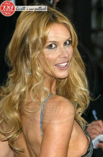Elle Macpherson - West Hollywood - 27-02-2005 - Elle MacPherson compie 54 anni ma il tempo per lei si è fermato