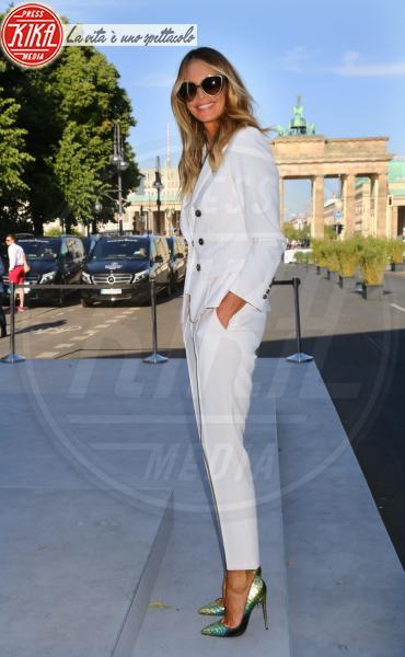 Elle Macpherson - Berlino - 08-07-2015 - Elle MacPherson compie 54 anni ma il tempo per lei si è fermato
