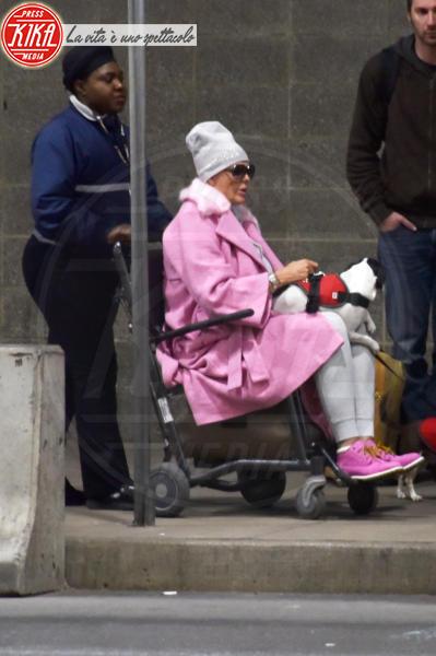 Brigitte Nielsen - Filadelfia - 03-04-2018 - Brigitte Nielsen shock: all'aeroporto in sedia a rotelle