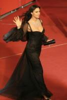 Monica Bellucci - Roma - 19-10-2007 - La Bellucci dice sì al bracciale antistupro