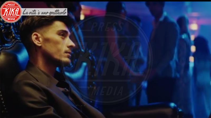 Zayn Malik - Los Angeles - 12-04-2018 -  Zayn Malik bacia una sosia di Gigi Hadid