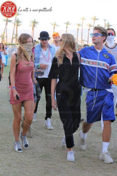 Baskin Champion, Abby Champion, Patrick Schwarzenegger - Palm Springs - 14-04-2018 - Baskin, la bandana non serve, i paparazzi ti trovano lo stesso!