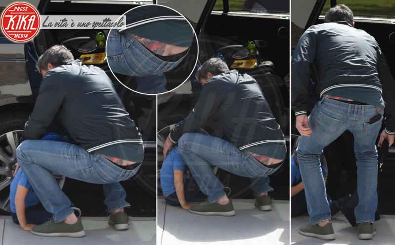 Ben Affleck - Pacific Palisades - 16-04-2018 - Ben Affleck, spunta un nuovo maxi tatuaggio... sul posteriore!