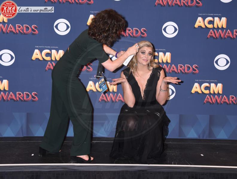 Lauren Alaina - Las Vegas - 15-04-2018 - Nicole Kidman regina country: abito dorato e schiena scoperta
