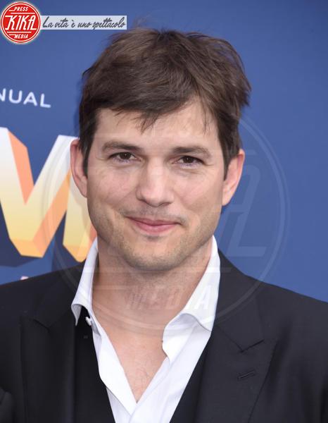 Ashton Kutcher - Las Vegas - 15-04-2018 - Nicole Kidman regina country: abito dorato e schiena scoperta