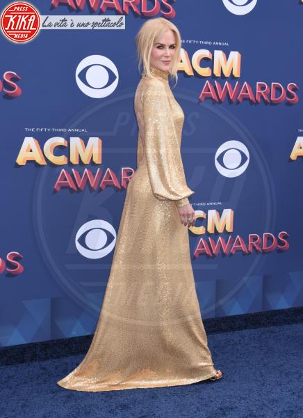 Nicole Kidman - Las Vegas - 15-04-2018 - Nicole Kidman regina country: abito dorato e schiena scoperta